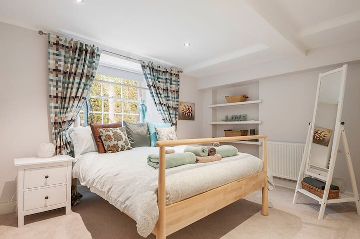 Stylish Georgian flat in New Town - Sleeps 4