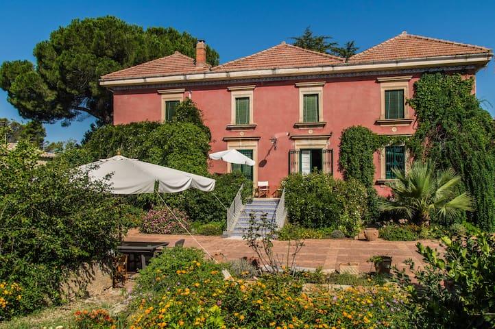 Charmante demeure du 19e siècle à Caltagirone
