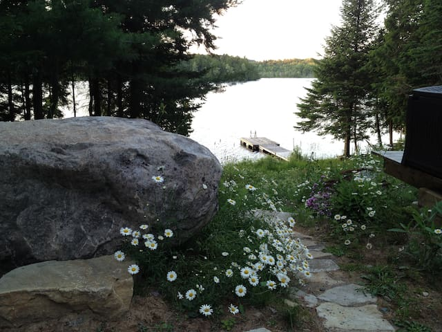 Beautiful Lakefront Cottage & Guest House - Dunany