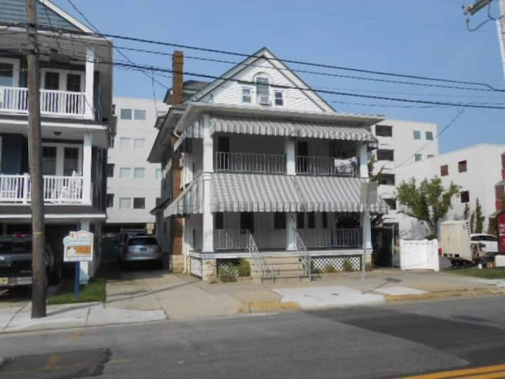 Beach Block Classic Family Home