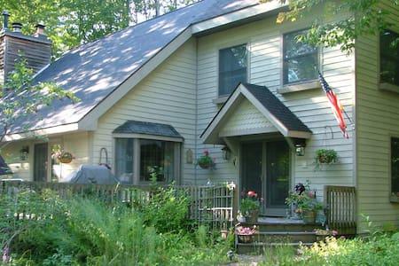 Cottage Retreat - ฮาร์เบอร์ สปริงส์ - บ้าน