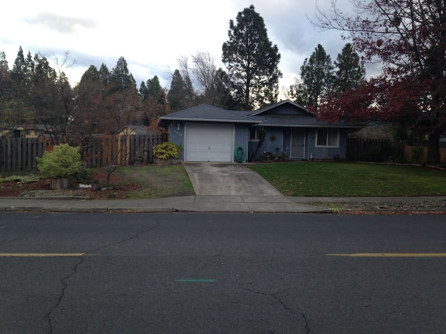 2 Bedrooms With Private Entrance And Bath Houses For Rent In Phoenix Ore