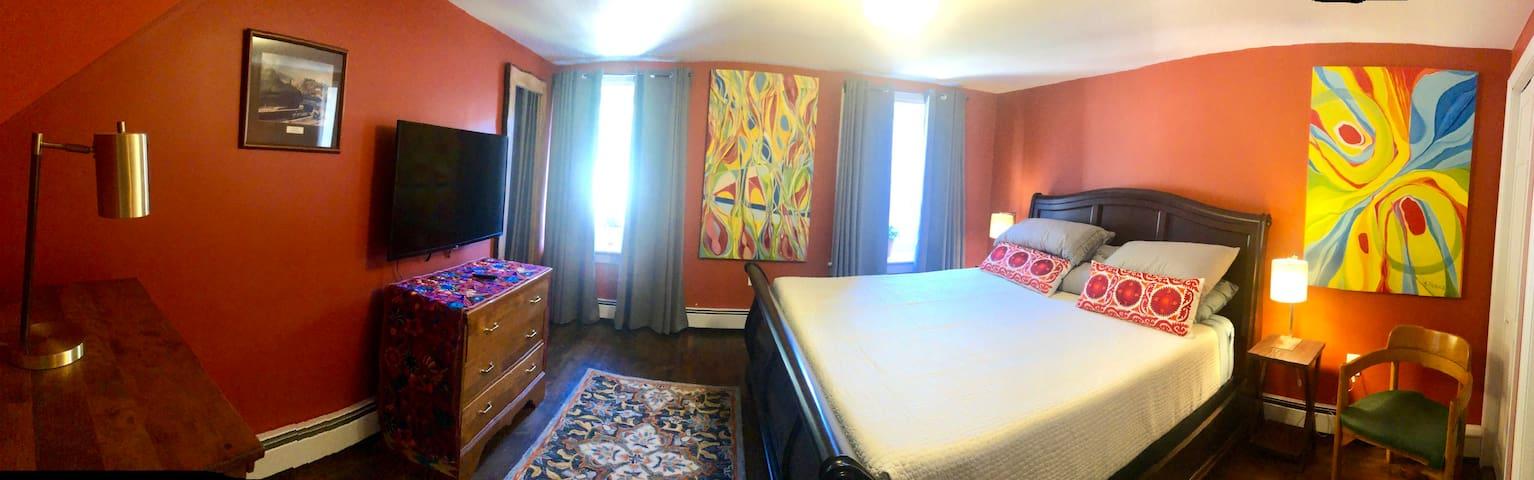 1st bedroom,King size Temperpedic bed