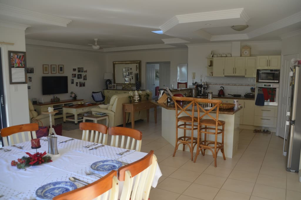 8 seat dining, modern kitchen with dishwasher, TV lounge. Large open space.