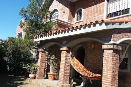 Comoda casa en barrio residencial  10 min del aero - Ciudad de la Costa - บ้าน