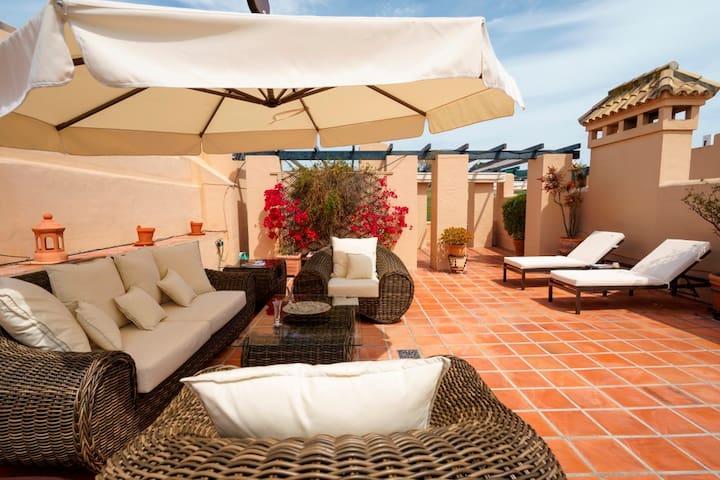 LUXURY HOLIDAY APARTMENT ON THE COSTA DEL SOL - Estepona - Condominium