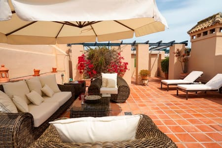 LUXURY HOLIDAY APARTMENT ON THE COSTA DEL SOL - Estepona