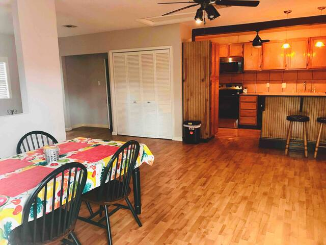Cozy, private studio, near Downtown and Disney!!