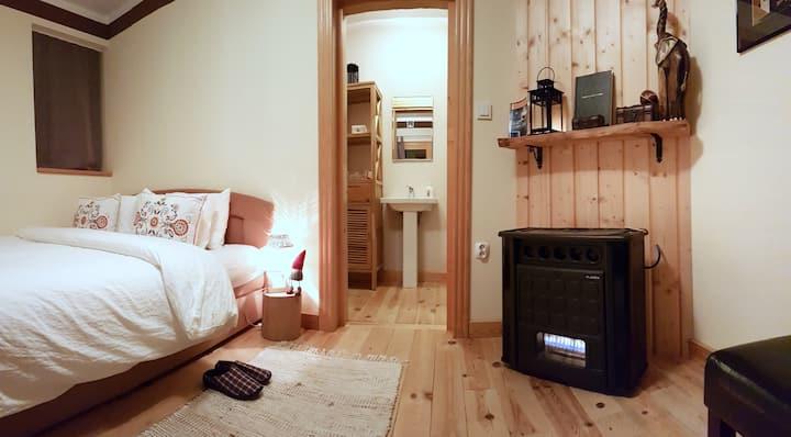 Linden Tree Retreat & Ranch - Suite Bear Cave