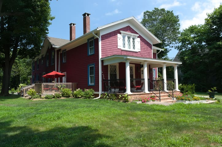 Historical  Home near GREENPORT, Walk to Wineries!