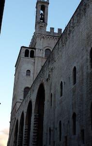 App. cuore centro storico Gubbio - กับบิโอ