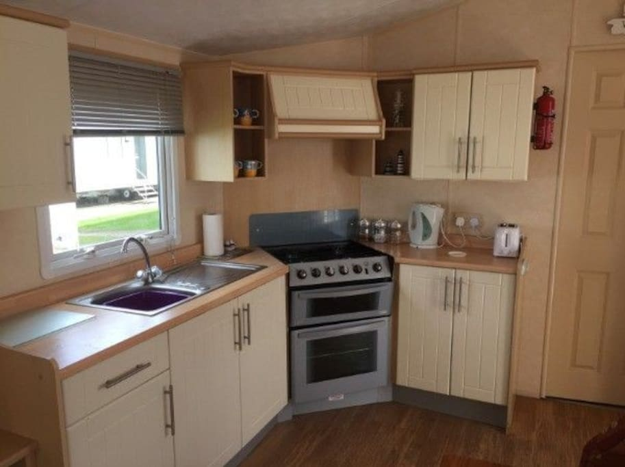 A well appointed kitchen if you feel like cooking, or there is a Papa Johns Pizza onsite who deliver straight to the caravan!