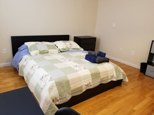 Deluxe Master Bedroom With Private Bath!