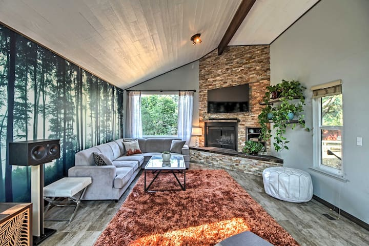 Wine Country Retreat on 2-Acres w/Pool & Hot Tub!