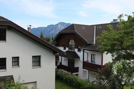 ZENTRAL gelegenes Apartment mit schöner Aussicht - Мондзее - Квартира