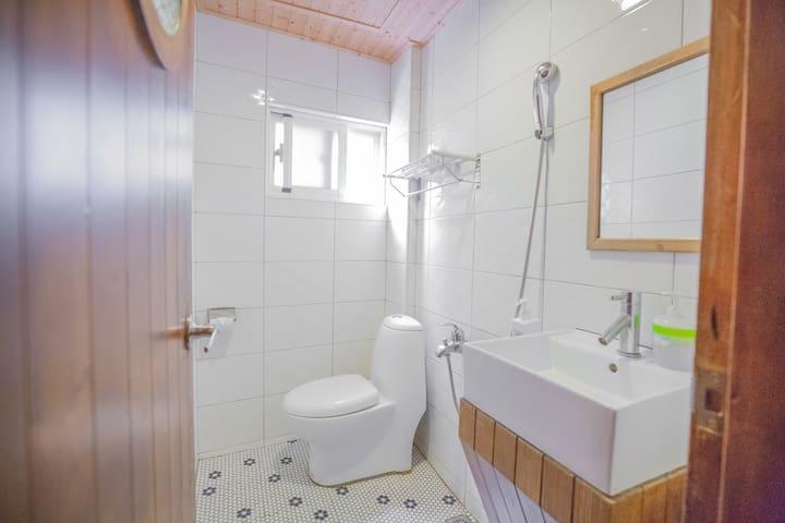 房內獨立衛浴 Bathroom