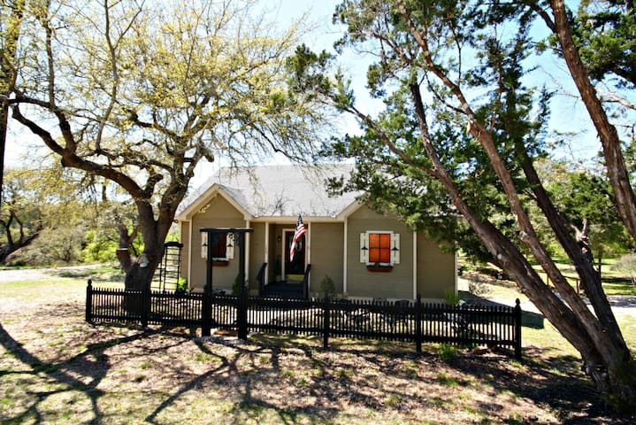 Lonesome Dove Cottage- 3 Lovely Cottages at Beautiful Canyon Lake! - Canyon Lake - Hus