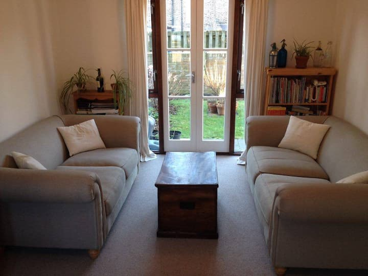 Cosy Small Double Room on Quiet Street in Brixton