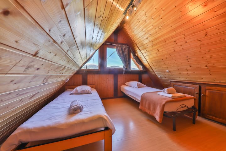 Deux lits  en duplex dans le Panoramic ainsi qu'un futon avec vue magnifique sur le massif du Hohneck