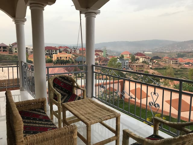 Lovely double room in sunny Kigali
