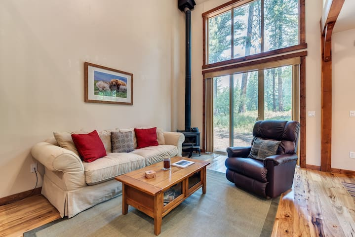 Family-friendly home with tree-lined views - right on the golf course!