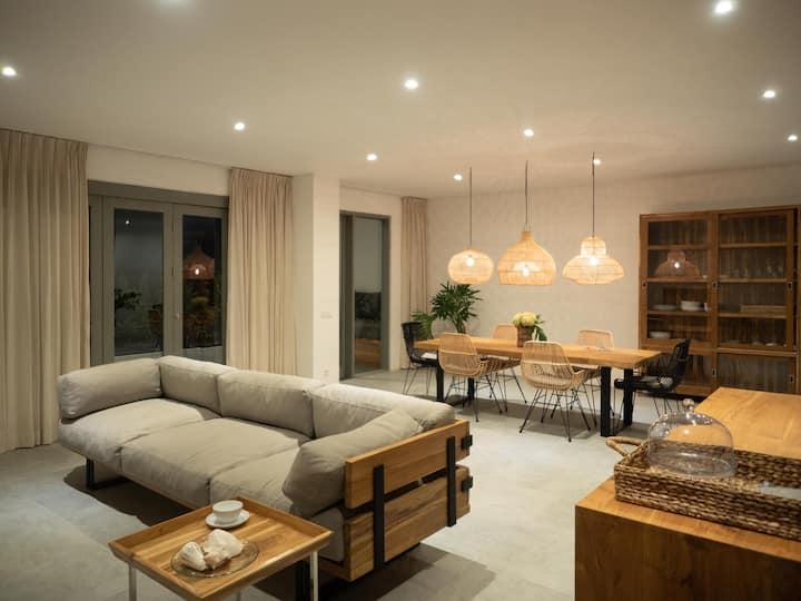Bougainvillea room at Semat 28 apartments Canggu