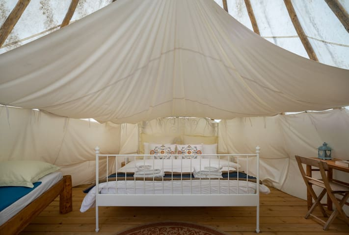 Linden Tree Retreat & Ranch - Lakota tipi 1