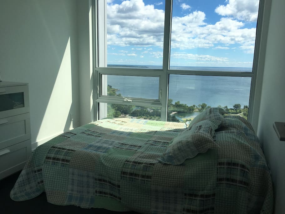 Bedroom with a queen bad ( a double queen air mattress), southeast view; Lake and CN tower view.