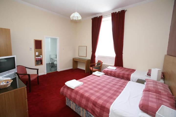 Modern Twin En-suite Rooms in Glasgow's West End