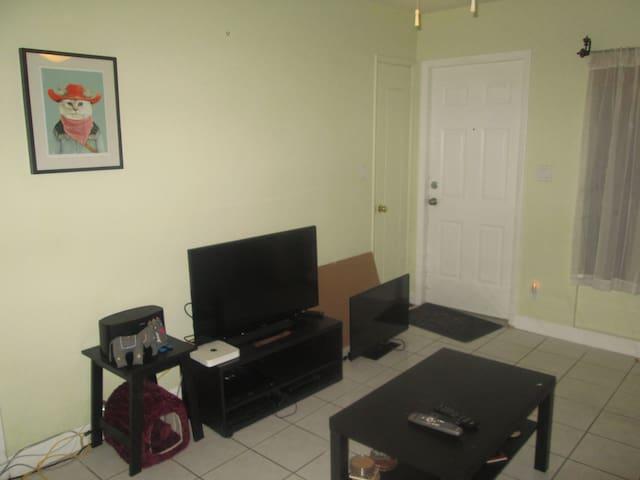 Room close to Las Olas downtown FLL - Fort Lauderdale - Lägenhet