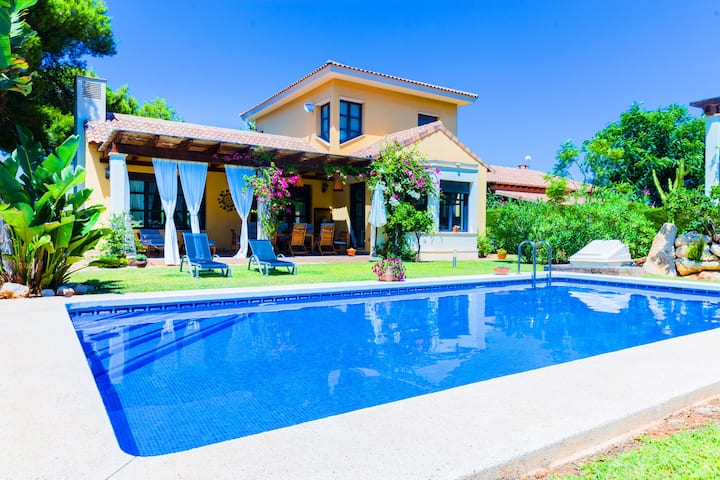 Villa Abaesko, Luxurious, Large with Garden and Pool
