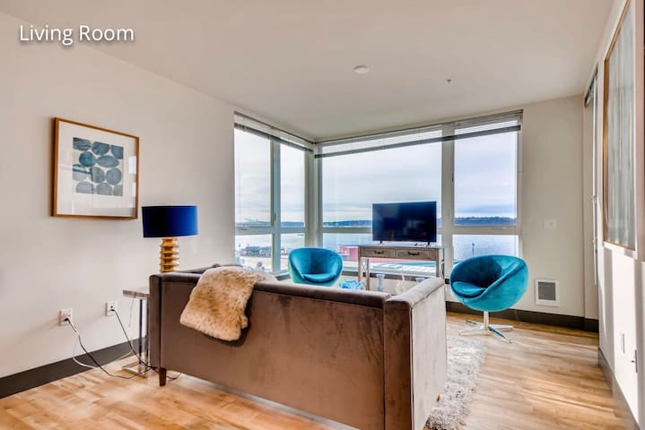 Brand New Stunning WaterViews- Walk to Pike Place!
