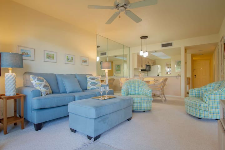 Park Shore Resort, 1st Floor, water views, West of 41, 1.25 miles to beach, fabulous location!