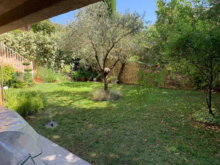 Appartement avec piscine et jardin