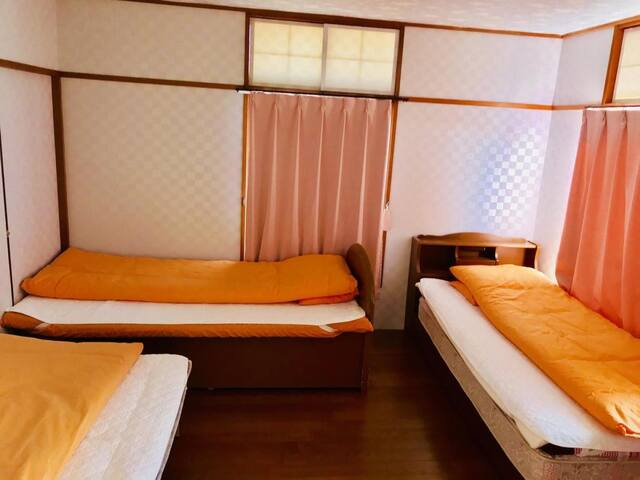 Good access to Kansai Airport ♪ 10 minutes on foot from the station! Quiet oceanic inn.【NO.2】