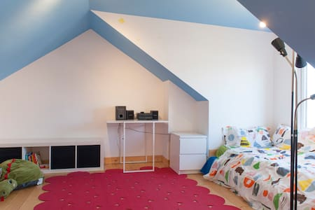 A comfortable converted attic - Raheny - 家庭式旅館