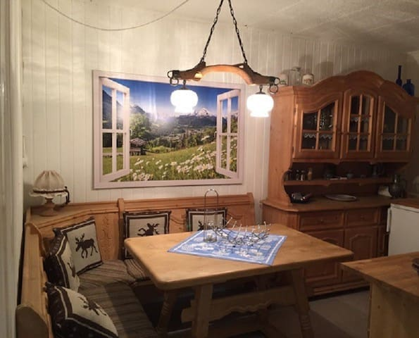 "Cosy Holiday Apartment ""Direkt Zwischen Chiemsee und Bergen"" in a quiet and idyllic location; Wi-Fi & Parking Available"