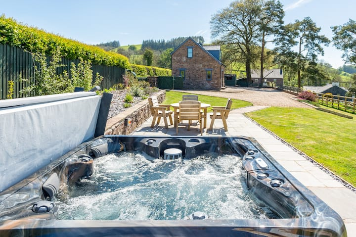 Rural escape with hot tub in the Brecon Beacons
