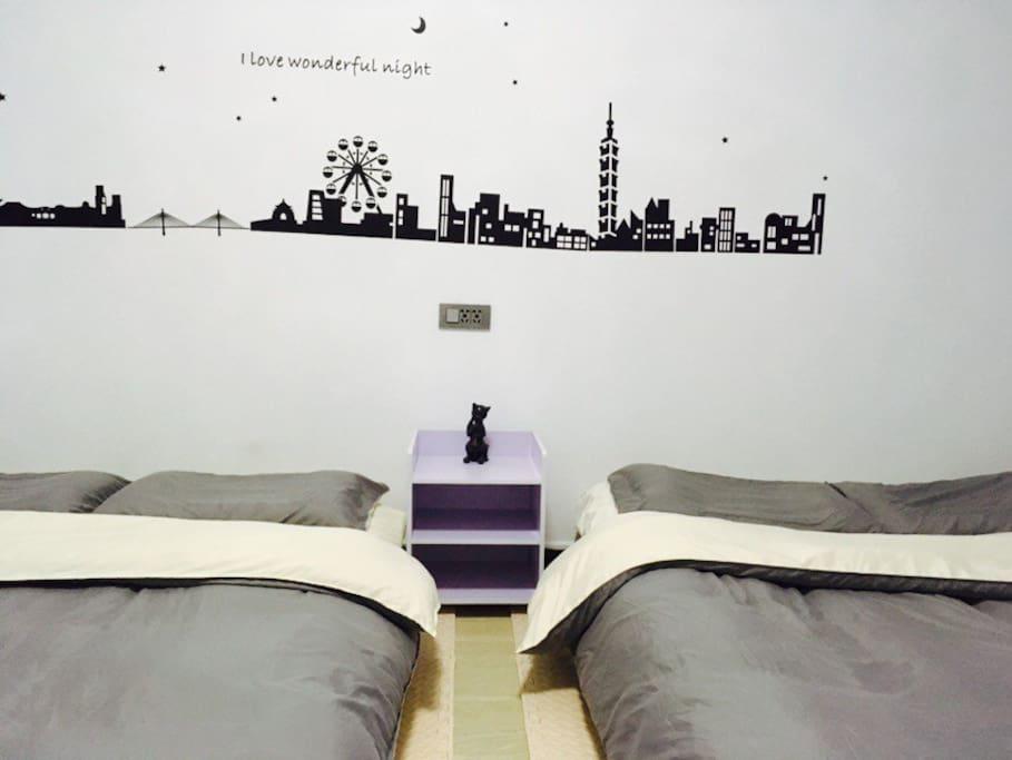 2个1.5米大床,实体床