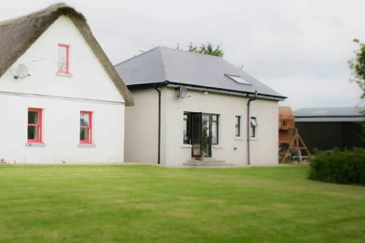 ☀️Dairy Lodge, On working Kerrygold dairy farm