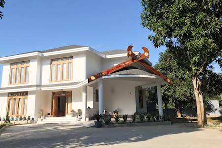 Rose Ridge - Luxury 5* Villa in serene location