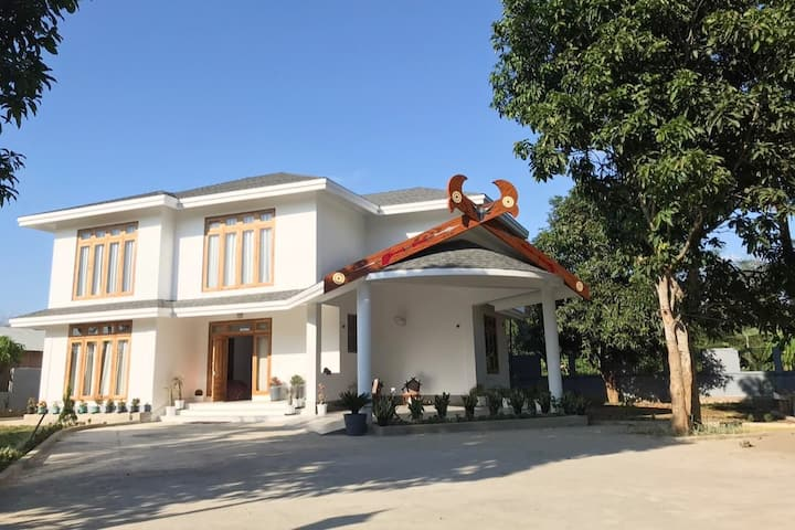 Rose Ridge - Luxury 5* Villa in serene location