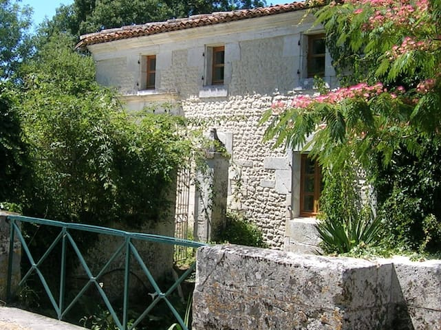 Delightful cottage, Charente Maritime - Champagnac