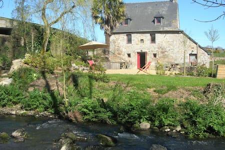 Ancien moulin à eau au bord du Poulloguer, - Huis