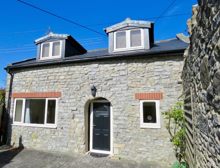 2 Bedroom Private Cottage close to Showground