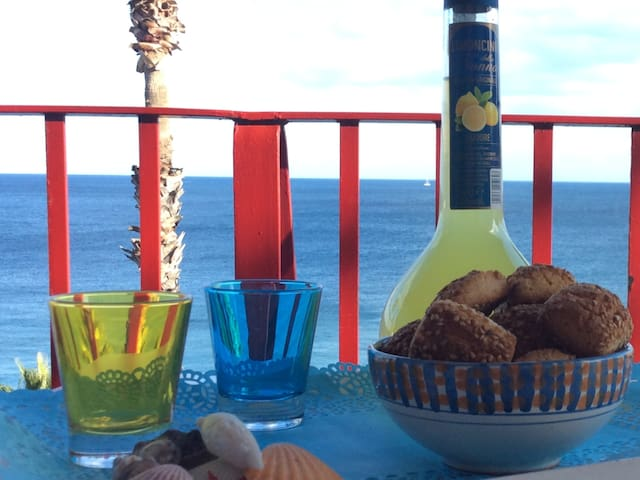Apartment on the beach 15 min from Taormina. - Letojanni - Daire