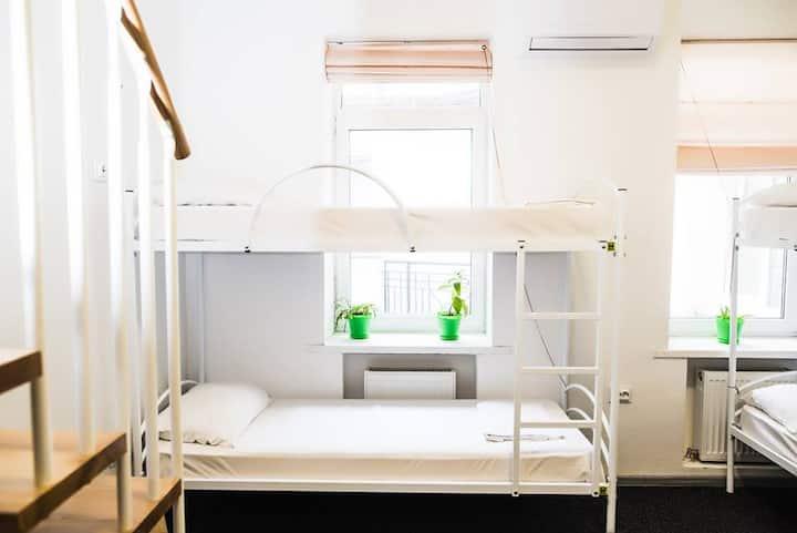 Место в 7-и местном номере для женщин в Hostel N1