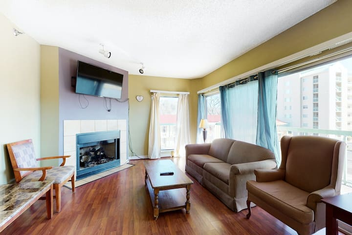 Downtown Third-floor Condo w/W/D, Shared Outdoor Pool, Central AC, Fireplace