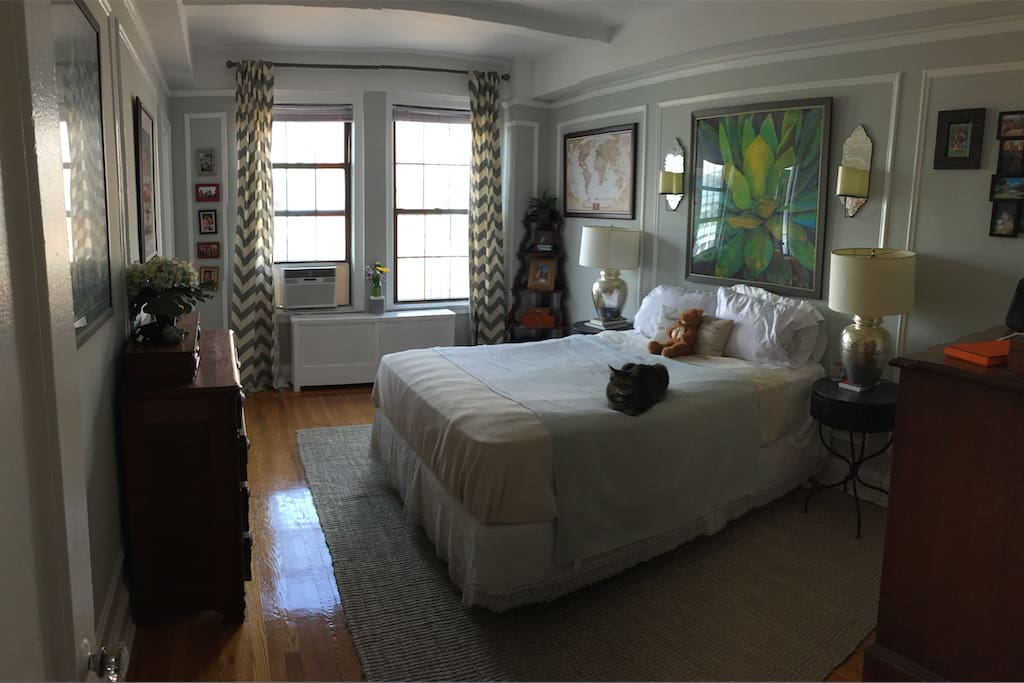 Beautiful air conditioned XL bedroom with full bathroom en suite.