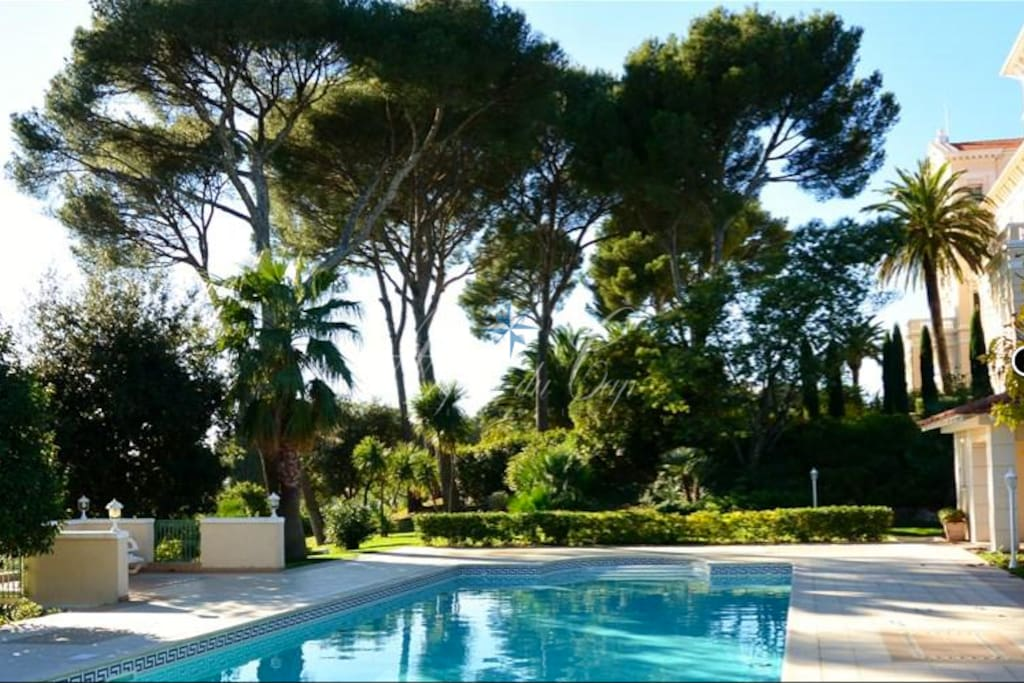 Espace piscine avec parc de 7900 m²